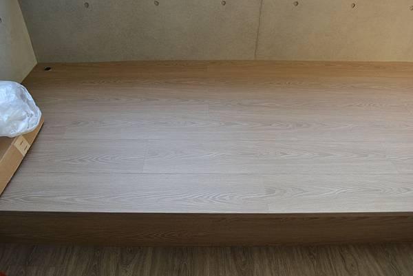 7.8寸超耐磨地板 碳化基材 天然紋系列 柯麥隆 架高.JPG