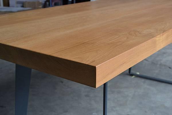 緬甸柚木桌板,(灰)黑鐵腳架 (2).JPG