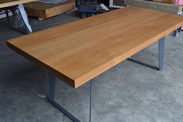 緬甸柚木桌板,(灰)黑鐵腳架.JPG