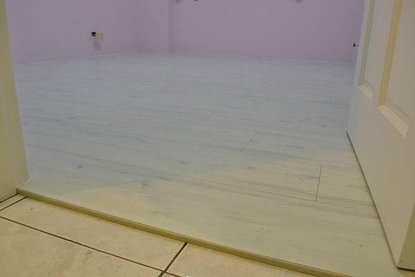 7.8寸平步系列超耐磨地板 香柏木.JPG