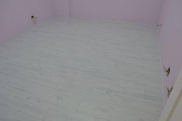 7.8寸平步系列超耐磨地板 香柏木 (2).JPG