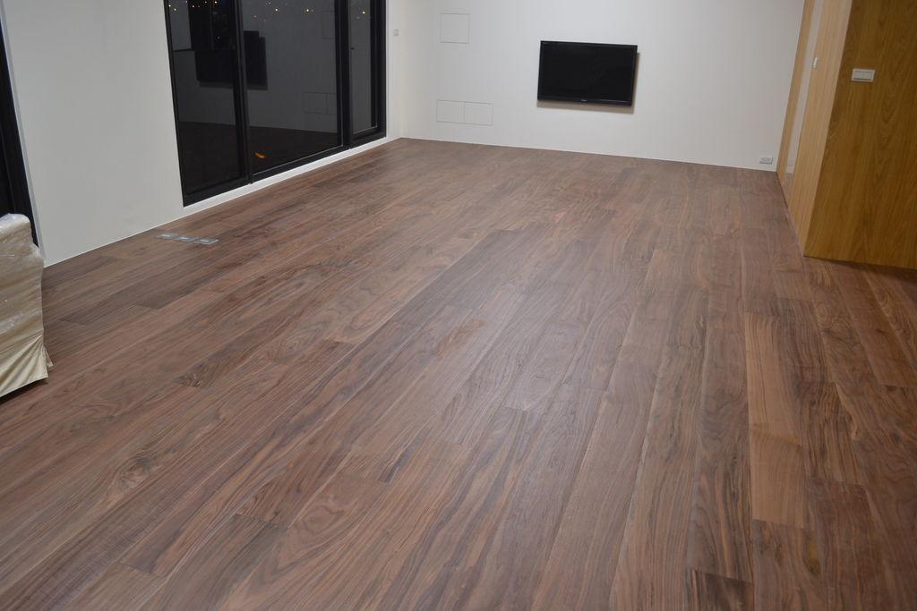 北美胡桃6寸300條大倒角客製化海島型複合地板.JPG