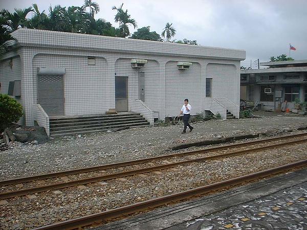 020 南平站 司機自己拿路牌上去.jpg