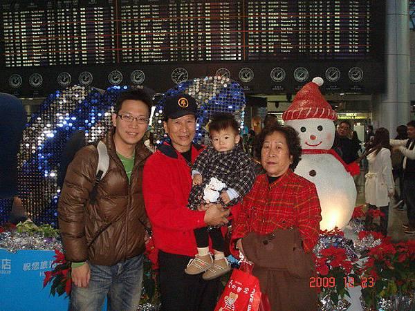 第二航廈很有耶誕氣氛