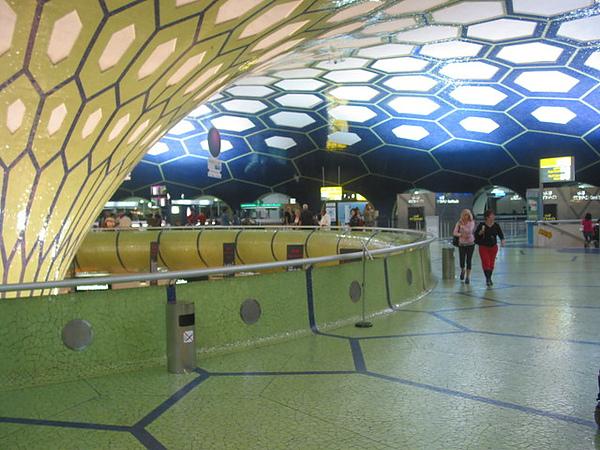 阿布達比機場  很像個大蒙古包