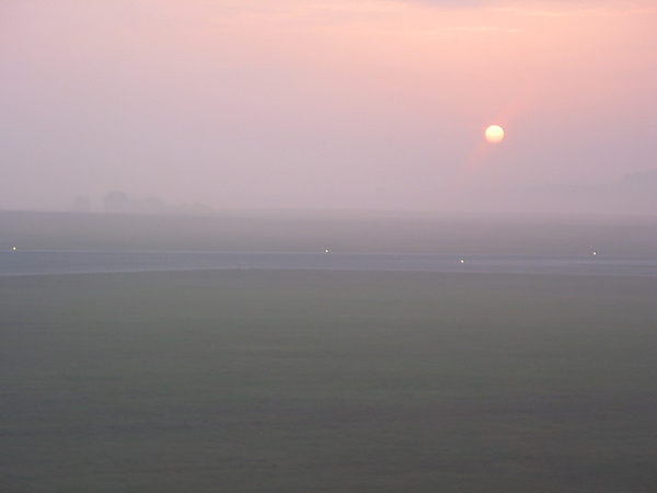 維也納機場的日出