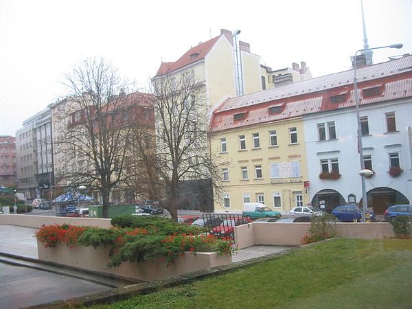 飯店的另一邊是市區