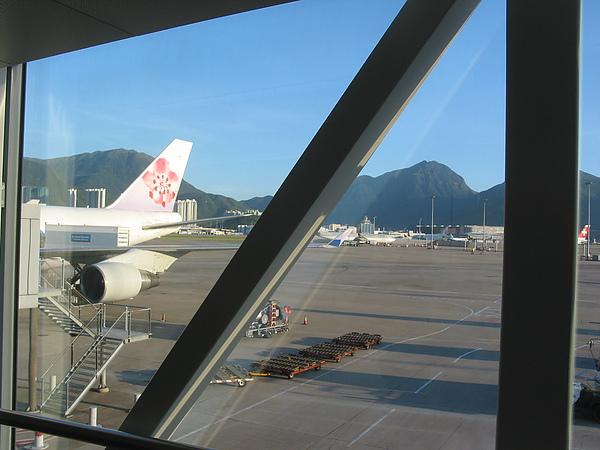 01 機場空橋.JPG