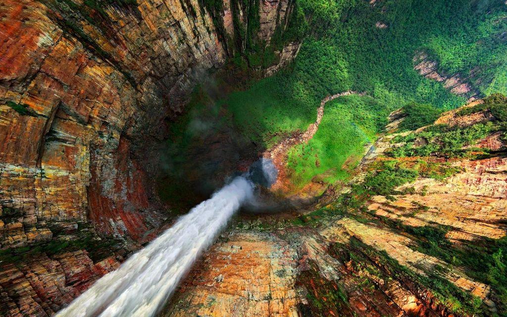 委內瑞拉青龍瀑布俯瞰照(Dragon Falls, Venezuela)