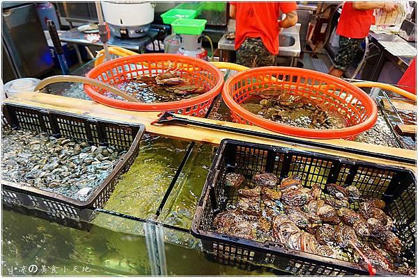 1445336979 50500091 n - (熱血採訪)黃昏市場內驚見海底珍味活跳跳上桌。真實呈現大海的鮮/甜/美。另類居酒屋燒烤/日式料理/鍋物/酒類,美味料理任你選