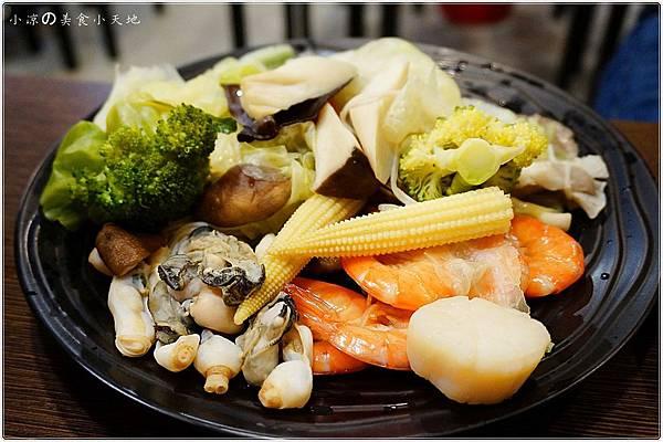 1445337023 4190806151 n - (熱血採訪)黃昏市場內驚見海底珍味活跳跳上桌。真實呈現大海的鮮/甜/美。另類居酒屋燒烤/日式料理/鍋物/酒類,美味料理任你選