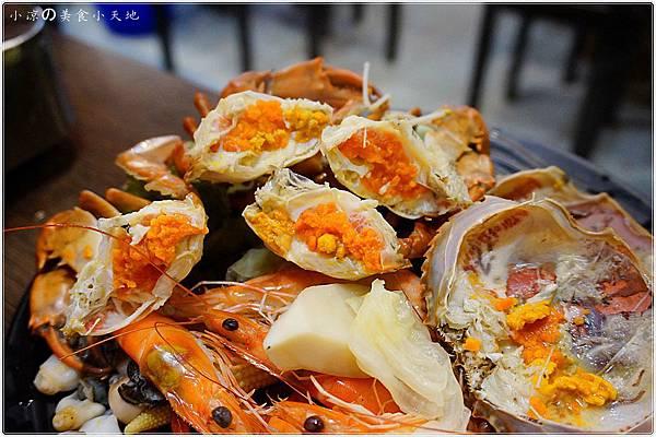1445337028 2368012033 n - (熱血採訪)黃昏市場內驚見海底珍味活跳跳上桌。真實呈現大海的鮮/甜/美。另類居酒屋燒烤/日式料理/鍋物/酒類,美味料理任你選