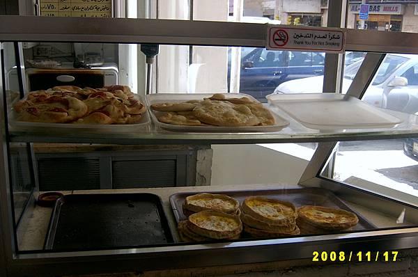 沙漠裡的早餐店(入口的玻璃櫃)