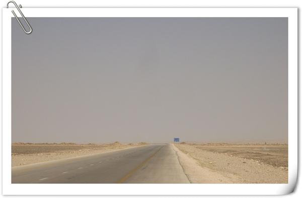 沿路景象(平坦一望無際的國際公路)