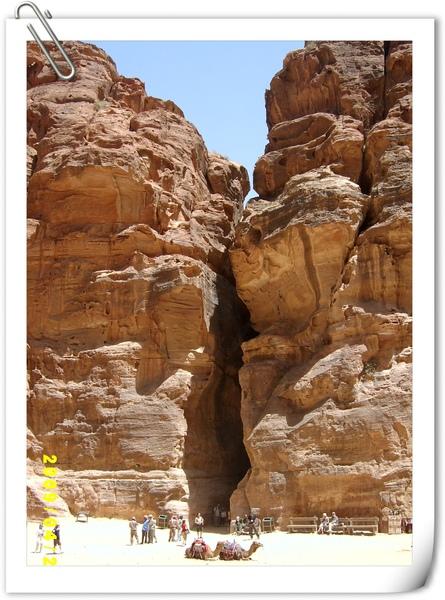 由卡茲尼神殿前的角度望向峽谷通道