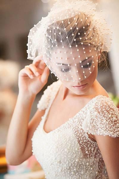 polka-dot-wedding-dress-and-polk-dot-wedding-veil-ideas