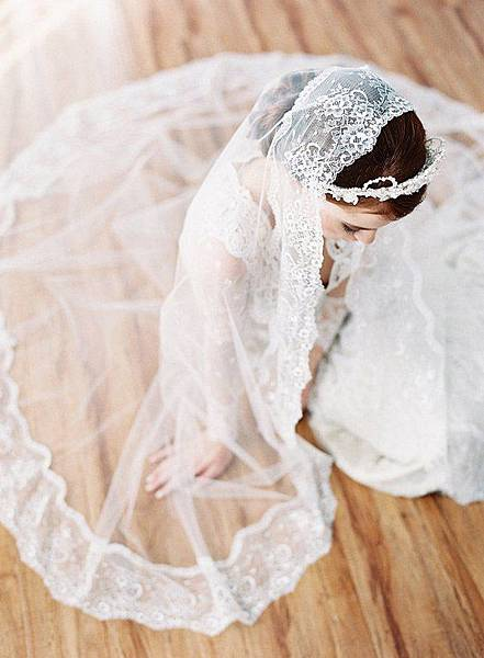 gorgeous-wedding-photo-ideas-for-all-brides-with-veils.jpg