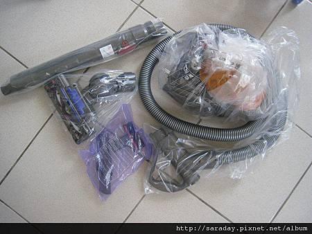 20110729新竹新家~dyson吸塵器- (13).jpg