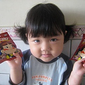 20110525新竹家~妹妹&pekq不二家牛奶糖合照- (2).jpg