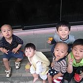 20100519新竹新家~與倪家三兄弟合照- (3).JPG