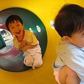 20100620新竹晨光幼稚園~PUPU&妹妹玩耍- (34).JPG