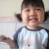 20110525新竹家~妹妹&pekq不二家牛奶糖合照- (6).jpg