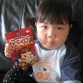 20110525新竹家~妹妹&pekq不二家牛奶糖合照- (9).jpg