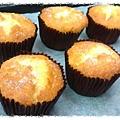 溼潤鬆軟的《柳橙萊姆杯子蛋糕》http://icook.tw/recipes/61006