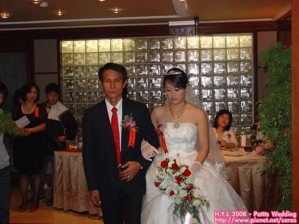 新娘和爸進場