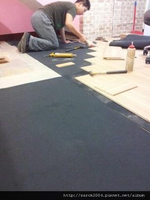 永和豫溪街美甲工作室作品(使用耐磨地板:台灣檜木)