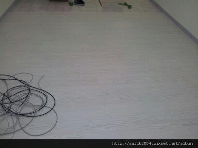 5/12~三重六張街~木地板施工(品名:冰島白栗木)超耐磨地板!