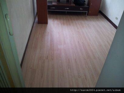 6/2-三重區五華街住家作品使用超耐磨木地板:台灣檜木
