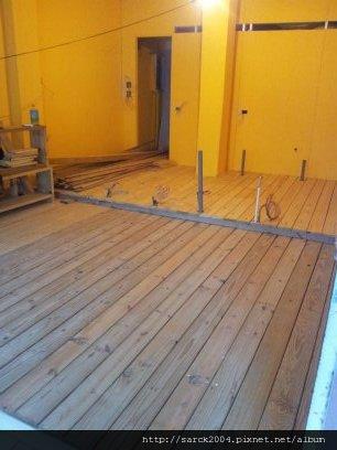 7/14~15-北市復興南路連鎖咖啡廳木地板施工成果(使用:南方松)