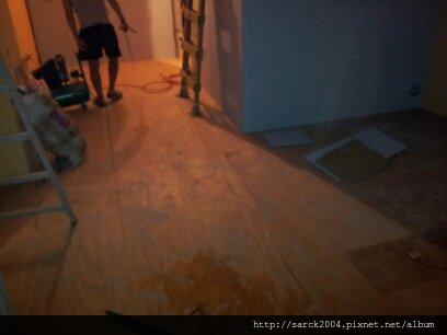 2012/7/2-3北市南昌路-連鎖咖啡店戶外材南方松木地板施工-北部第3間!