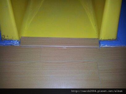 """2012-8/15-鶯歌二橋國小木地板施工(使用""""歐洲山胡桃)超耐磨木地板!"""