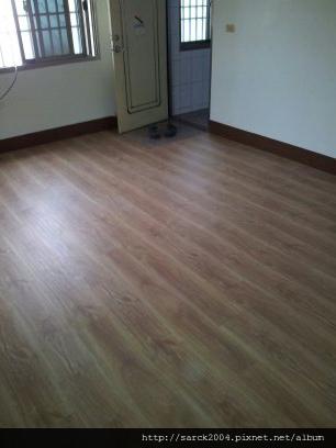 2012/8/29-雲林西螺平和南路木地板施工(使用:阿爾薩斯)超耐磨木地板!