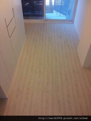 2012/9/4*政大三街木地板施工*超耐磨木地板(品名:白鶴芋)*