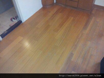 2012/9/17-三重三民街木地板施工(品名:金檀實木)*維修*換新