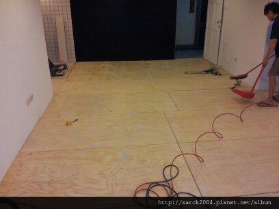 2012/9/29-30*新竹東大路木地板施工(使用:密蘇里橡木)超耐磨木地板*簡約風