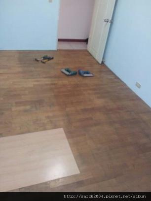 2012/10/6*汐止宏國大鎮*強化海島型超耐磨木地板*使用:巴里島赤松