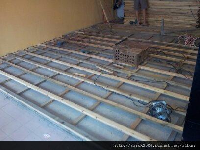 2012*cama現烘咖啡中壢加盟店*南方松戶外材*木地板施工