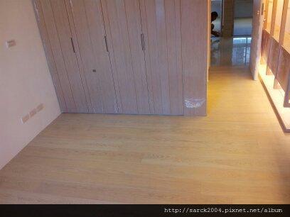 2012*興隆路三段(文山印象)11坪木地板施工*古典白*實木貼皮浮雕系列