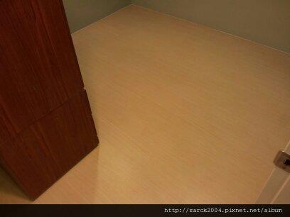 2013*板橋區大觀路套房木地板施工作品*品名:白橡木*理想家*美耐雅系列