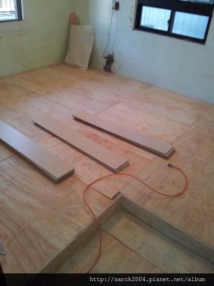 2013*基隆市中平街木地板架高施工*白橡木(MIT)*理想家_美耐雅系列
