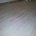 2013*北投區北投路平鋪木地板施工*品名:厚皮300條印尼柚木(UV環保漆面,天然木紋無可取代)&品名:鹿特丹_同步木紋系列_海島型超耐磨木地板_耐磨度高達10000轉以上唷!依環境地形搭配不同材質的木地板!