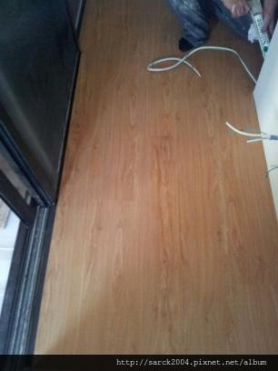 風格木地板*2013*北市敦化南路直舖木地板施工*在鐵木上施作木地板真的很另類*品名:北歐金橡*手刮浮雕系列(大浮雕)特色商品*海島型超耐磨木地板-耐磨細數超過10000轉以上唷!