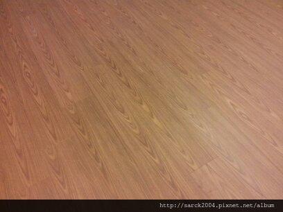 風格木地板*2013*北市萬華區平舖木地板施工*新屋落成最愛木地板*品名:紫丁香*理想家/葛萊美系列/3D立體同步木紋/無接縫設計*海島型超耐磨木地板!