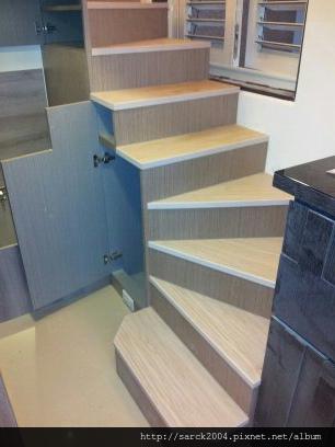 風格木地板*2013*北市信義區木地板封面施工*樓梯木地板&夾層木地板,頂級小套房*品名:松山柏木/<理想家>歐悅系列/7.8吋寬/手刮浮雕系列/海島型超耐磨木地板/歐式風格!