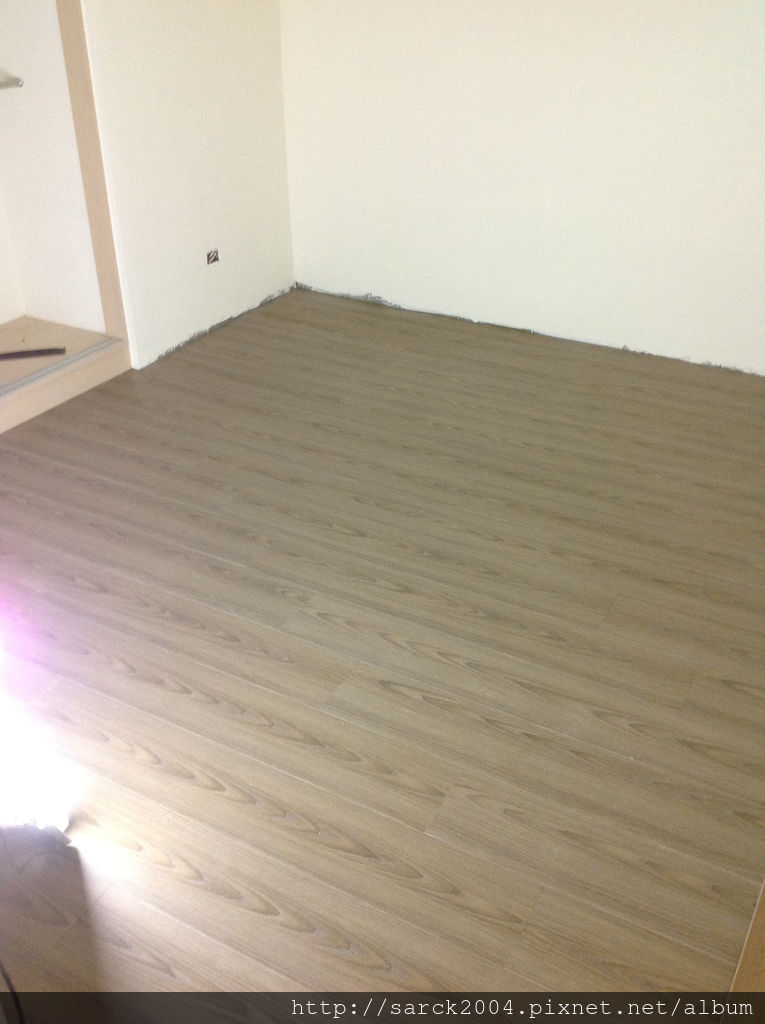 風格木地板*2013*新北市新莊區直鋪木地板施工*老舊的塑膠地板翻新成木質地板*品名:薰衣草/理想家葛萊系列/3D立體同步木紋系列/低甲醛綠建材木地板/海島型超耐磨木地板!