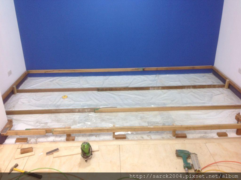 風格木地板*2013*北市新店區平舖&架高木地板施工*舊屋翻新小裝修木地板裝修超級方便*品名:北歐金橡&安迪橡木(理想家)/大家系列/綠建材低甲醛/超強化海島型超耐磨木地板!